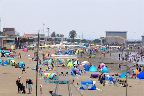 16_江ノ島を臨む鵠沼海岸まで歩いてすぐです!
